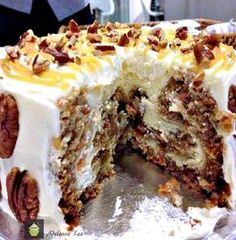 Simply a Show Stopping Wow! Try method with current cheesecake recipe and THM carrot cake! Carrot Cake Cheesecake, Cheesecake Recipes, Dessert Recipes, Mini Cakes, Cupcake Cakes, Cupcakes, Macaron Cake, Cakes Plus, Pin On