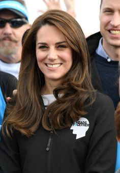 Catherine Duchess of Cambridge meets Heads Together runners in the Blue Start area as they prepare for the 2017 Virgin Money London Marathon on April...