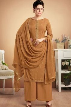Latest indian party wear salwar kameez for women. Shop online in india, uk, usa, canada. Grab this muslin embroidered work designer palazzo suit. Pakistani Salwar Kameez, Pakistani Suits, Pakistani Dresses, Salwar Suits, Style Palazzo, Palazzo Suit, Art Marron, Straight Cut Pants, Pantalon Cigarette