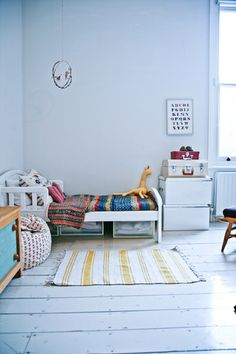 Kids room - Vintage bedding and rug - Home of Courtney and Michael Adamo - Neue Zürcher Zeitung