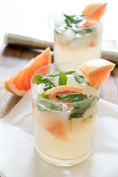 Grapefruit Mojito // a beautiful drink served for brunch in the Spring #cocktail #spring
