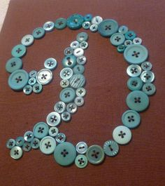 Button art - a fun crafting project! Button Initial, Button Letters, Monogram Letters, Button Moon, Button Art, Button Crafts, Art Wall Kids, Diy Wall Art, Bead Crafts