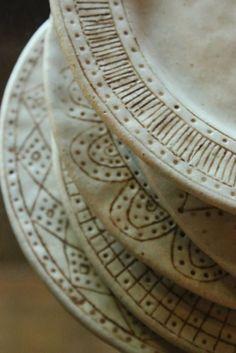 ceramic plates - idea for different borders designs for a set Ceramic Tableware, Ceramic Clay, Ceramic Bowls, Ceramic Pottery, Pottery Art, Ceramic Techniques, Pottery Techniques, Cerámica Ideas, Clay Texture
