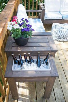 DIY Outdoor Furniture - DIY Side Table with Built-In Planter or Ice Bucket - Cheap and Easy Ideas fo Diy Outdoor Furniture, Furniture Projects, Diy Furniture, Modern Furniture, Rustic Furniture, Furniture Design, Minimalist Furniture, Furniture Dolly, Furniture Stores