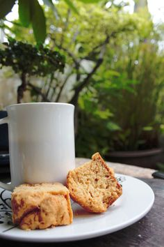 Karringmelk beskuit / Buttermilk rusks - no fuss and no mess. Buttermilk Rusks, Rusk Recipe, Good Food, Yummy Food, Sweet Wine, South African Recipes, Cupcakes, Food And Drink, Muffins