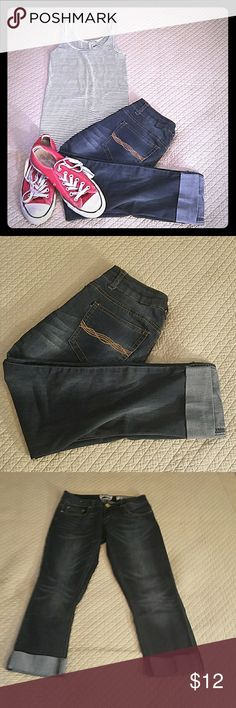 Indigo Rein, Stretch Jean Capris Cool factory destrssing on these capris. They have quite a bit of stretch to them. In good condition b Indigo Rein Pants Capris