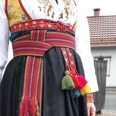Etter et vellykket belteknyteseminar med @tinedak i ettermiddag måtte jeg bare prøve bunaden komplett. Takk til @almankas for hjelp med… Pastel Belts, Folk Costume, Costumes, Norwegian Clothing, Scandinavian Embroidery, Larp, Tablet Weaving, Iron Age, Costume Design
