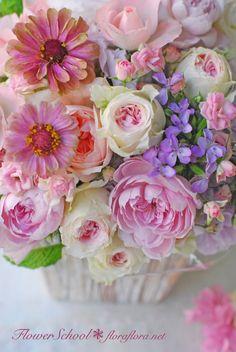 生花レッスン ポストカードにするために…写真に撮るためにお花をいける 東京FlowerStudioFLORAFLORA ウェディングブーケ会場装花&フラワースクール* TOKYO