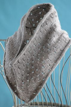 Free+Knitting+Pattern+-+Cowls+and+Neck+Warmers:+Simple+Eyelet+Cowl