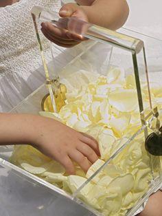 Rose petals in a plexiglass basket give it to the kids http://www.instyle.gr/photo-gallery/gamos-se-nisi-aplos-ke-entiposiakos-stolismos-gia-mia-paradosiaki-teleti-stin-ekklisia/id/1/