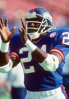 New York Giants running back Ottis Anderson (24) catches a pregame pass during the NFL game against the Philadelphia Eagles on October 12, 1986 in East Rutherford, New Jersey. The Giants won the game 35-3. (AP Photo/Paul Spinelli)