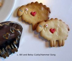 B.CUKLA/HAMMER SONG SHEEP LAMB WITH HEART COOKIE CUTTER*NEW DESIGN*/TIN/METAL