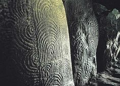 Gavrinis  In the passage and chamber 23 of the 29 upright stones are elaborately engraved with zig-zags, concentric circles, herring bones, axes, bows and arrows.