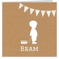 #geboortekaartje voor een #broertje met design van #bruin pakpapier en jongetje met speelgoedauto en vrolijke vlaggetjes. Je kunt het ontwerp geheel naar wens aanpassen door plaatjes van kleur te veranderen of zelfs te vervangen door bijpassende figuurtjes uit onze beeldenmap. Kortom, je maakt het jouw unieke kaartje op www.babyboefjes.nl Direct het kaartje bewerken: http://www.babyboefjes.nl/kaarten/geboortekaartjes/geboortekaartje-01-1-0371.html