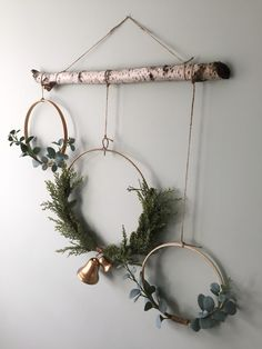DIY Minimalist Farmhouse Wreath ~ Farmhouse interior design and home decor - DIY Minimalist Farmhouse Wreath ~ Farmhouse interior design and home decor - Natural Christmas, Noel Christmas, Beautiful Christmas, Christmas Wreaths, Christmas Crafts, Cheap Christmas, Christmas Fashion, Modern Christmas, Scandinavian Christmas