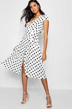Find jersey wrap dress at ShopStyle. Shop the latest collection of jersey wrap dress from the most popular stores - all in one place. Picnic Outfits, Boho Outfits, Party Outfits, Fall Outfits, Casual Dresses For Women, Outfits For Teens, Casual Wedding Attire, Midi Skater Dress, Robes Midi