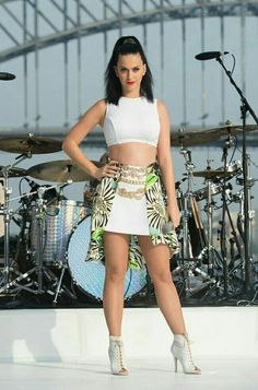 She looked more Beautiful with her hair this way.👍👍 - She looked more Beautiful with her hair this way. Katy Perry Legs, Katy Perry Hot, Katy Perry Pictures, Celebs, Celebrities, Her Hair, Sexy Women, Gal Gadot, Lady