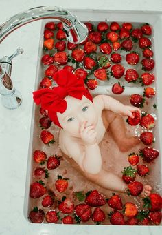 Baby Photos - Inspiration For New Born Baby Photography : Ashlyn Ross Photography Cute Baby Pictures, Newborn Pictures, Infant Pictures, Bath Pictures, Children Photography, Newborn Photography, Photography Ideas, Milk Bath Photography, Photography Flowers