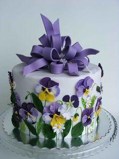 mjime: whiteroses-in-spring: (via Cake | Eat More Cake!) hermosaaa torta de pensamientos