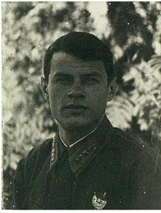 Старший лейтенант Большаков Александр Кузьмич. Пилотируя Як-1 не вернулся с боевого задания по сопровождению Ил-2 в районе Ржева 23.08.1942г. На боевом счету имел 7 сбитых вражеских самолётов.