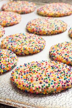 and chewy sprinkle cookies are easy to make and beautiful to look at. Color coordinate to match the holiday or party theme.Soft and chewy sprinkle cookies are easy to make and beautiful to look at. Color coordinate to match the holiday or party theme. Yummy Cookies, Sugar Cookies, Yummy Treats, Cookies Et Biscuits, Sweet Treats, Cookies Kids, Cookies Soft, Cereal Cookies, Baby Cookies