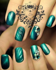 nail ideas Green nails are pleasing to look at. Also, they have the calming ability. So, if you feel anxious, just look at your nature-colored nails! Latest Nail Art, Trendy Nail Art, Green Nail Designs, Nail Art Designs, Smokey Eyes Anleitung, Love Nails, My Nails, Nail Color Trends, Fingernail Designs