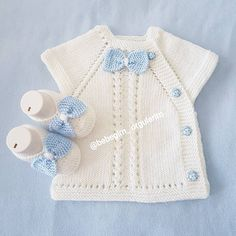 Most Popular Baby Vest Knitting Patterns of All Time Baby Knitting Patterns, Knitting For Kids, Crochet For Kids, Baby Patterns, Knit Crochet, Cardigan Bebe, Baby Cardigan, Pull Bebe, Knit Vest Pattern