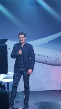 Nuevas fotos de Orlando Bloom en Abu Dhabi, en la celebración de British Airways - http://befamouss.forumfree.it/?t=71663652#lastpost
