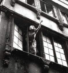 Robert Doisneau // La courtoisie, 1945.