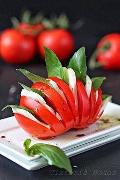 ❣sabores - Das Auge isst mit - ich kenne niemanden, der soviel Wert auf diesen Ausspruch legt und ich liebe es, wenn du die Gerichte mit so viel Liebe für´s Detail zubereitest! Hier eine schöne Idee für Tomate-Mozzarella.