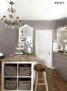 Love the baskets in the end of the unit Kitchen Eating Areas, Modern Country Style, Stylish Kitchen, Living Styles, Beautiful Space, Cottage Style, Interior Inspiration, Home Remodeling, Home Kitchens