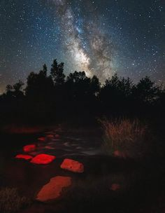 Sedona, Arizona — the perfect place where we light-polluted city folk can go to see every star in the crystal-clear night sky. And if we're so inclined, we can actually see any UFOs that might be up there.