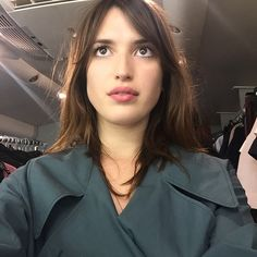 This week s edition of french s do it better finds us checking in with model style ger and sometime actress jeanne damas parisian it jeanne damas can t live without red lipstick and heels strong where did you learn about beauty and get inspiration from French Girl Style, French Girls, French Chic, Jeanne Damas, Perfect Bangs, Piercings, Style Parisienne, Parisian Chic Style, Beauty And The Best
