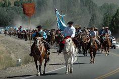 Los jinetes eran recibidos con empanadas a medida que se arrimaban al Centro Tradicionalista Huiliches.