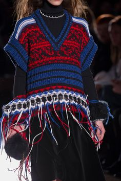 Sonia Rykiel at Paris Fashion Week Fall 2017 Knitwear Fashion, Knit Fashion, Fashion 2017, Sonia Rykiel, Fringe Fashion, Fashion Details, Fashion Design, Knit Vest, Vogue Russia