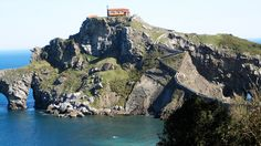 San Juan Gaztelugatxe in Spain - Next Trip Tourism Spain Tourism, Spain Travel, Basque Country, Places To Go, River, Photo And Video, Nature, Travel Photography, Outdoor