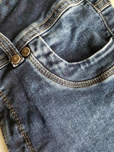 Bessie jeans got eye for every detail...the stitching´, the dye and all the trim such as the rivets.
