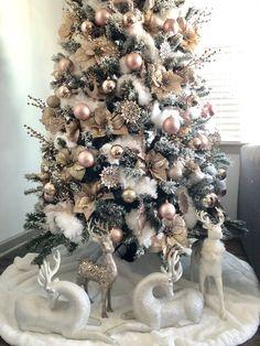 Rose Gold Christmas Tree, Rose Gold Christmas Decorations, Elegant Christmas Trees, Christmas Tree Themes, Christmas Diy, Christmas Wreaths, Christmas Lights, Frosted Christmas Tree, Vintage Christmas