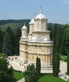Curtea de Argeș Monastery, the place where the kings sleep. Sacred Architecture, Church Architecture, Religious Architecture, Temples, Visit Romania, Romania Travel, Houses Of The Holy, Bucharest Romania, Cathedral Church