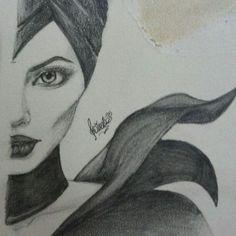 angelina maleficent drawing - still haven't seen this movie Pencil Art Drawings, Cool Art Drawings, Art Drawings Sketches, Easy Drawings, Pencil Drawing Tutorials, Charcoal Drawings, Disney Kunst, Art Disney, Disney Ideas