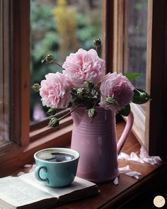 The temps will go up and then come down in the next 2 days. The temps will go up and then come down in the next 2 days. Enjoy some simple pleasures on this day ! Photo: via Good Morning Coffee Gif, Coffee Break, Tout Rose, Deco Floral, Coffee Photography, Mini Desserts, Coffee Cafe, Simple Pleasures, Still Life
