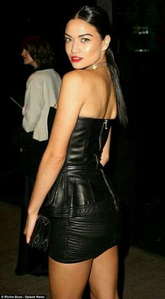 Shanina Shaik and Rihanna seduce the camera Met Gala after party Bustiers, Sexy Skirt, Dress Skirt, Shanina Shaik, Curvy Dress, Sexy Latex, Leather Dresses, Leather Skirts, Beautiful Women Pictures
