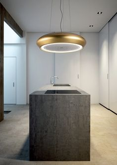 Your kitchen range hood—also known as an extractor fan—doesn't need to be bulky or built in. For a truly custom look, take a look at pendant range hoods. Island Extractor Fan, Kitchen Extractor Fan, Extractor Fans, Island Cooker Hoods, Kitchen Ventilation, Ventilation System, Kitchen Cooker, Minimal Kitchen, Wave Design