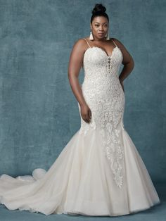 Inspiration Robe du Mariage : Maggie Sottero This style offers additional coverage to our Alistaire gown. This glamorous fit-and-flare wedding gown features a bodice of lace motifs, drifting into a tulle skirt trimmed in horsehair. Plus Size Wedding Gowns, Plus Size Bridal Dresses, Maggie Sottero Wedding Dresses, Fit And Flare Wedding Dress, Designer Wedding Dresses, Curvy Wedding Dresses, Afro, Bridal Gowns, Marie