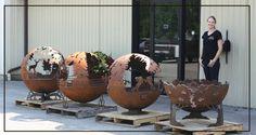 braseros Art Concret, Concrete Art, Modern Garden Design, Landscape Design, Fire Pit Sphere, Make A Fire Pit, Steel Fire Pit, Futuristic Interior, Fire Pit Designs