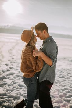 Memorable wedding photography pictures - nab superb inspiration from this photo summary. Winter Engagement Pictures, Country Engagement Pictures, Engagement Photo Outfits, Engagement Photo Inspiration, Engagement Session, Engagement Ideas, Engagements, Boho Outfits, Outfits Winter