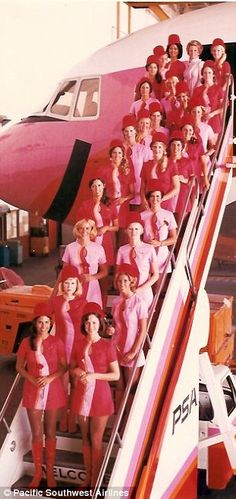 """This brings new meaning to """"pink collar."""" Braniff Airlines flight attendants in vintage Pucci uniforms and matching pink plane. Vintage Pink, Vintage Love, Vintage Style, Vintage Couples, Vintage Fashion, Mod Fashion, Vintage Clothing, Vintage Items, Panthères Roses"""