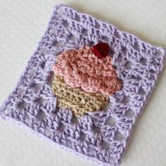 Crochet cupcake granny square part 3 of the bake shop blanket series click the link in my bio for the free pattern! by sewrella Crochet Blocks, Granny Square Crochet Pattern, Crochet Squares, Crochet Granny, Crochet Motif, Crochet Patterns, Granny Squares, Granny Granny, Crochet Cushions
