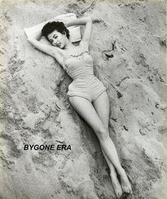 Rita Moreno, Vintage Hollywood, Hollywood Glamour, Hollywood Stars, Classic Hollywood, Hollywood Beach, Pin Up Vintage, Vintage Glamour, Vintage Beauty