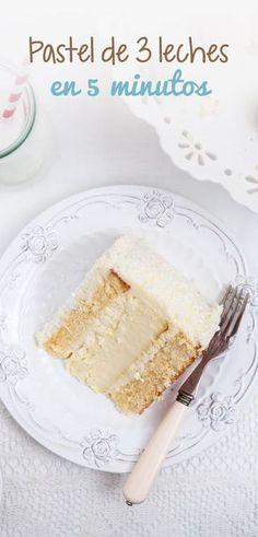 Pastel sencillo, rápido, ligero y en tiempo record, además es muy económico y no pone en riesgo tu dieta porque utilizas ingredientes bajos en calorías y naturales. Sweet Desserts, Sweet Recipes, Delicious Desserts, Yummy Food, Baking Recipes, Cake Recipes, Dessert Recipes, Cupcakes, Cupcake Cakes